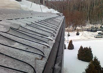 При проведении работ по очистке крыш от снега