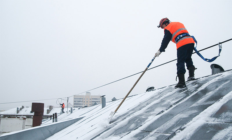 Чистка крыши от снега цена киров